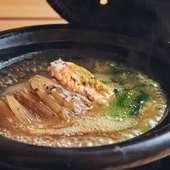 夜のおまかせの小鍋『鱶鰭 毛蟹 蛤 三つ葉』