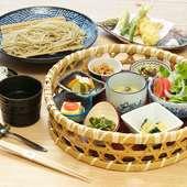 日本の伝統食や発酵食。GOKANの世界感が楽しめる!『野菜の花かご 天そば膳』