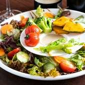 見た目にも楽しい『彩り豊かな焼き野菜とフレッシュサラダ』
