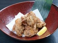 食べ応えのある鶏もも肉を、カリッとジューシーに揚げた香ばしい『唐揚げ』