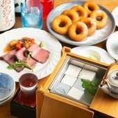 予約にて自家製豆富を中心としたコース料理も提供