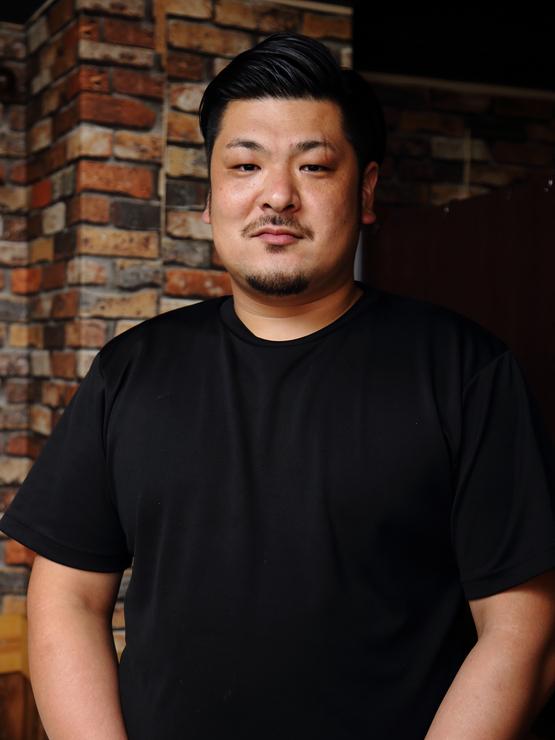新田 具成 氏